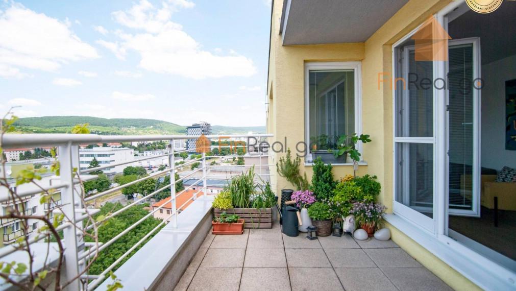 PREDAJ 4-i mezonet s veľkou terasou a krásnym výhľadom